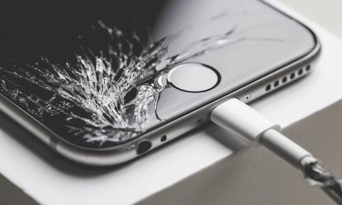 Zbita szyba w iPhone? Wymień szybę w 1 godzinę!